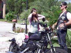 Milg Julianna And Teen Mia Share Big Rod In Threesome